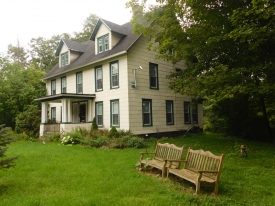 CIRCA 1900 VINTAGE FARMHOUSE ON THE RIVER -