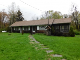 Charming 3 bedroom LOG home - Wonderful country property!